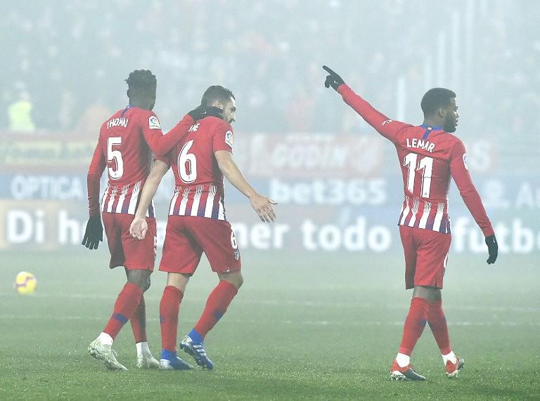 Atlético de Madrid vence 3-0 em Huesca e pressiona FC Barcelona ... d93eee74c7fdf