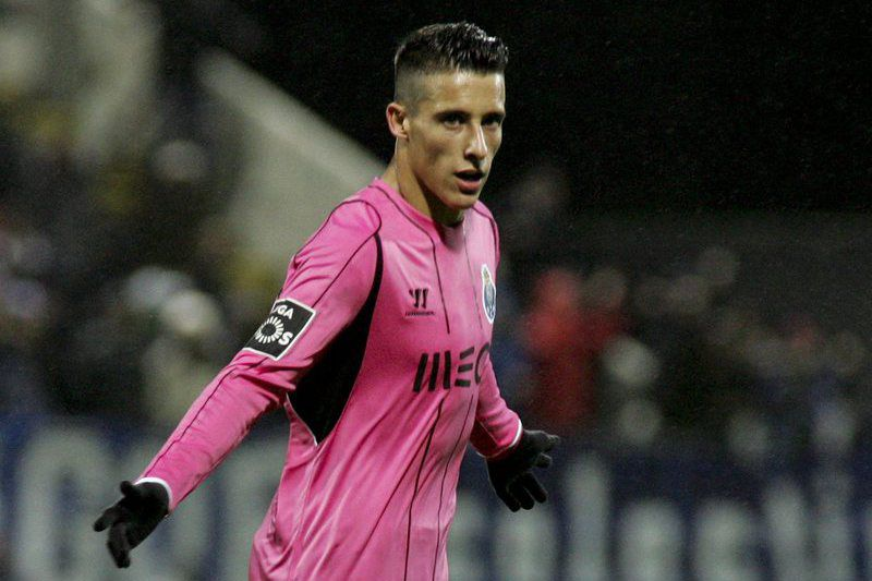 Nacional vs Porto • epa04673881 FC Porto's Cristian Tello celebrates after scoring against Nacional during the First League soccer match held at Madeira Stadium at Funchal, Madeira Island, Portugal, 21 March 2015.  EPA/HOMEM DE GOUVEIA • Lusa