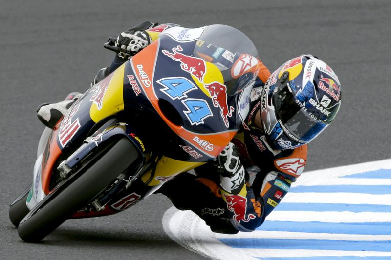 Miguel Oliveira em ação no Grande Prémio de MotoGP do Japão. KIMIMASA MAYAMA/LUSA • epa04971635 Portuguese Moto3 rider Miguel Oliveira of Red Bull KTM Ajo in action during a free practice session of the MotoGP motorcycling Grand Prix of Japan at Twin Ring Motegi circuit  in Motegi, north of Tokyo, Japan, 10 October 2015. Oliveira took second grid for the final race held on 11 October 2015.  EPA/KIMIMASA MAYAMA • Lusa