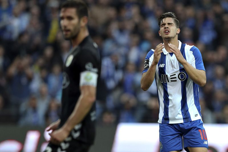 FC Porto vs Vitoria de Setubal • FC Porto's Andre Silva reacts after missing a goal against Vitoria de Setubal, during their Portuguese First League soccer match, held at Dragao stadium, Porto, Portugal, 19th March 2017. JOSE COELHO/LUSA • Lusa