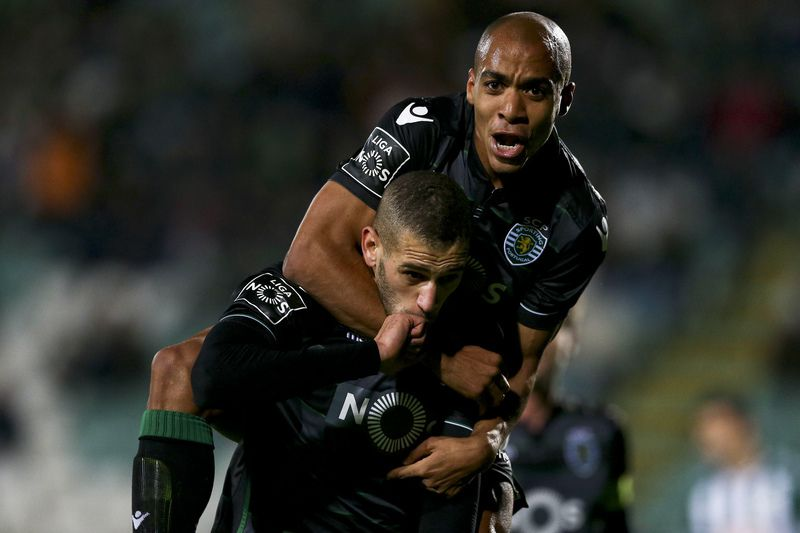 Vitoria Setubal vs Sporting CP • Sporting CP players Islam Slimani and Joao Mario celebrate after scoring a goal against Vitoria Setubal during the Portuguese First League soccer match held at Bonfim Stadium in Setubal, Portugal, 06 January 2016. JOSE SENA GOULAO/LUSA • Lusa