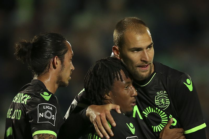 Vitoria de Setubal vs Sporting • Sporting's Gelson Martins (C) celebrates with his teammates Schelotto (L) and Bas Dost (R) after scoring the first goal against Vitoria de Setubal during the Portuguese First League soccer match at Bonfim Stadium, in Setubal, Portugal, 14 April 2017. MARIO CRUZ/LUSA • Lusa