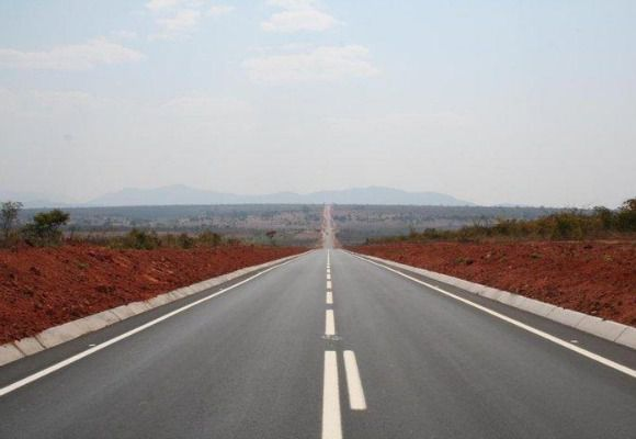 Recuperar estradas em Angola custa quatro vezes mais do que em Portugal, diz estudo