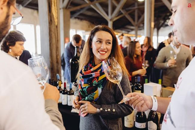 Porto recebe evento vínico com copo inteligente, memoriza tudo o que bebemos