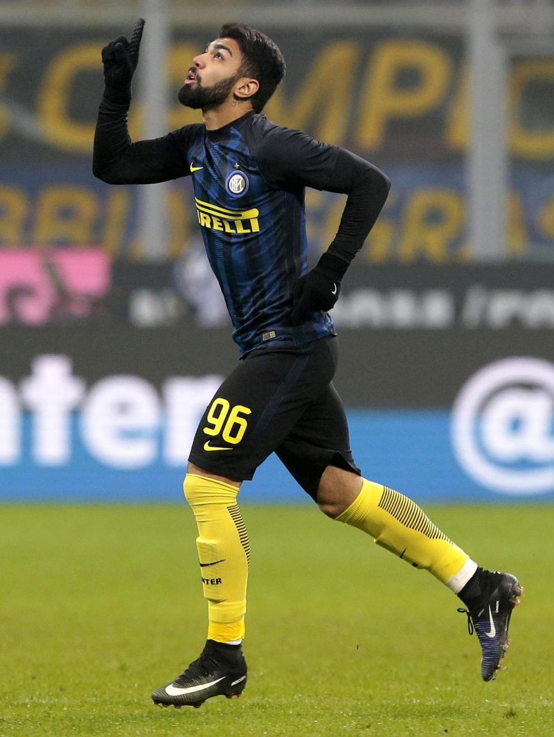 epa05685018 Inter's Gabriel Barbosa Almeida reacts during the Italian Serie A soccer match Inter FC vs SS Lazio at Giuseppe Meazza stadium in Milan, Italy, 21 December 2016. EPA/EMILIO ANDREOLI