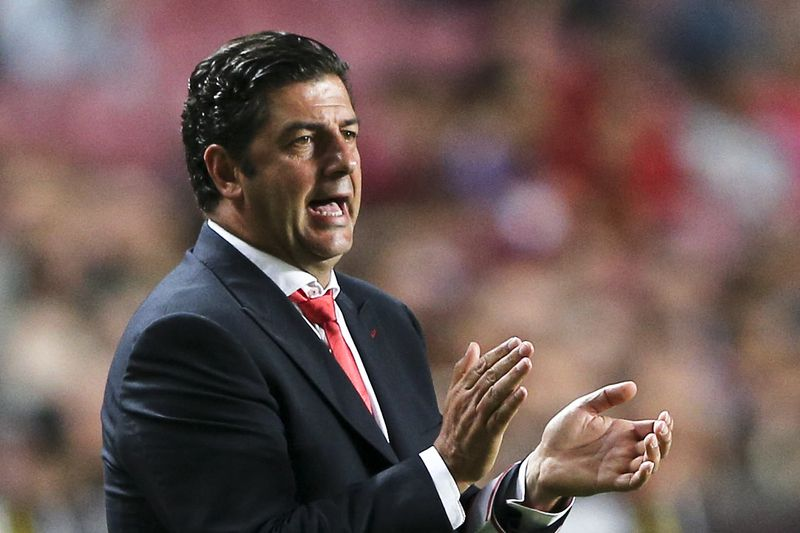 Rui Vitória • Benfica's head coach Rui Vitoria reacts during the Portuguese First League soccer match against Belenenses held at Luz stadium in Lisbon, Portugal, 11 September 2015. MIGUEL A. LOPES/LUSA • © 2015