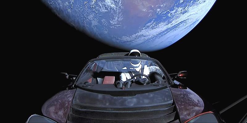 Lembra-se do Starman e o Roadster da Tesla lançados ao espaço? Já ultrapassaram a órbita de Marte