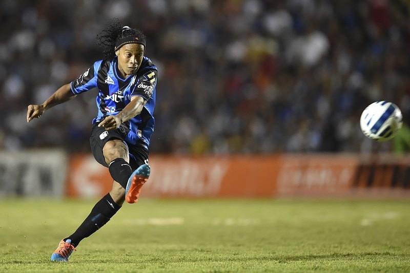 Ronaldinho Gaúcho vai jogar no Fluminense até ao final de 2016 ... 0b130eabb6760