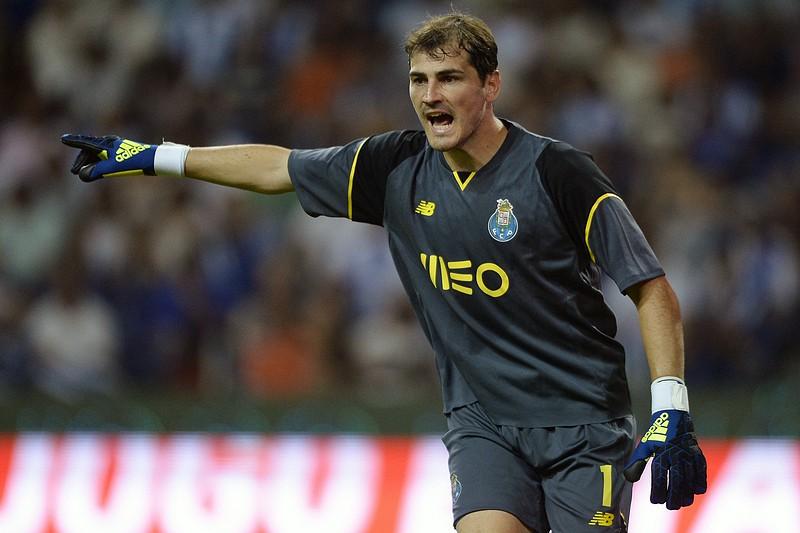 Iker Casillas apadrinha escola Dragon Force de Valência - I Liga ... b506c0f6f06a2