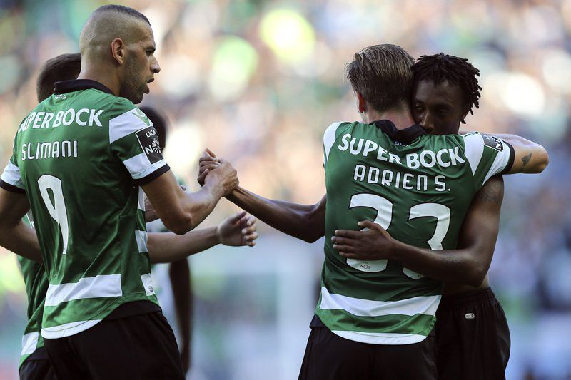 Sporting Lisbon vs FC Porto • epa05513327 Sporting Lisbon player Gelson Martins (R) celebrates after scoring against FC Porto during the Portuguese First League soccer match held at Alvalade Stadium in Lisbon, Portugal, 28th August 2016.  EPA/ANTONIO COTRIM