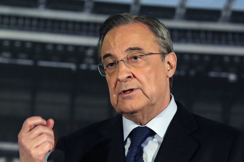 Real Madrid press conference • epa04767721 Real Madrid's President Florentino Perez speaks during a press conference held at Santiago Bernabeu stadium in Madrid, Spain, 25 May 2015. Perez announced that Italian head coach Carlo Ancelotti will not continue the next season in Real Madrid.  EPA/BALLESTEROS • Lusa