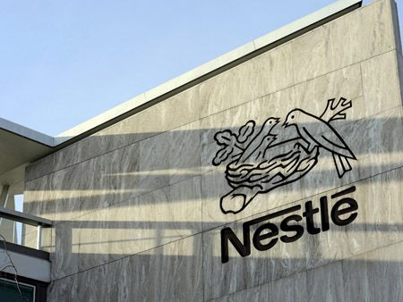 epa03590092 A file picture dated 14 February 2013 shows the Nestle logo at the Nestle headquarters in Vevey, Switzerland. Media reports stated that Nestle have removed pasta meals containing beef from stores in Spain and Italy, following tests that have shown traces of horse DNA in products from one of their German suppliers.  EPA/LAURENT GILLIERON
