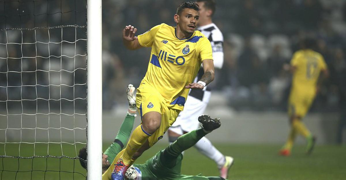 3036cabdab Tiquinho Soares abanou as redes logo aos sete minutos - Futebol - SAPO  Desporto