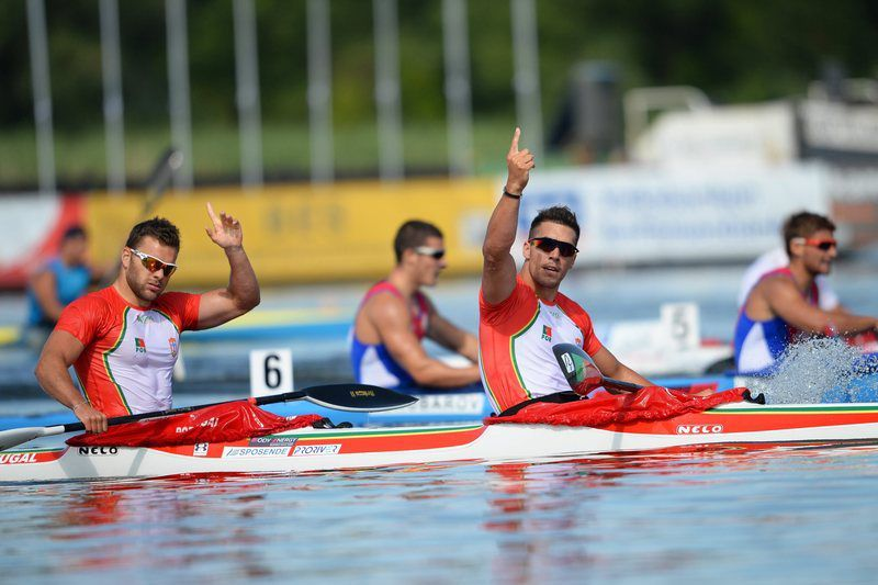 Emanuel  Silva e João Ribeiro  • epa04313783 Portugal's Emanuel Silva (R) and Joao Ribeiro (L) celebrate after winning the men's K-2 500m race of the Canoe Sprint European Championships on Lake Beetzsee in Brandenburg, Germany, 13 July 2014.  EPA/RALF HIRSCHBERGER • EPA/RALF HIRSCHBERGER