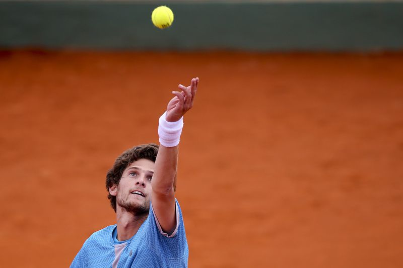 2dc980c36c586ab5d3e499b463de77eddbea0e26.jpg • Portugal's player Pedro Sousa serves the ball to France's Constant Lestienne (not pictured) during the Estoril Open 2015 qualifying match, in Estoril Tennis Club, outskirts of Lisbon, Portugal, 27 April 2015. MARIO CRUZ/LUSA • © 2015