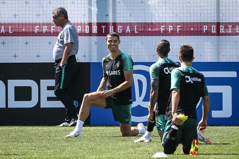 Mundial 2018  Portugal continua a preparar jogo com Irão Treino de Portugal  SAPO Desporto. A seleção portuguesa de futebol prossegue ... fcf5fa514ebf1