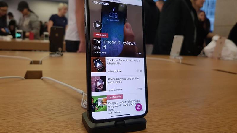 a785f76a9db iPhone X  as filas de espera para comprar um smartphone da Apple estão de  regresso