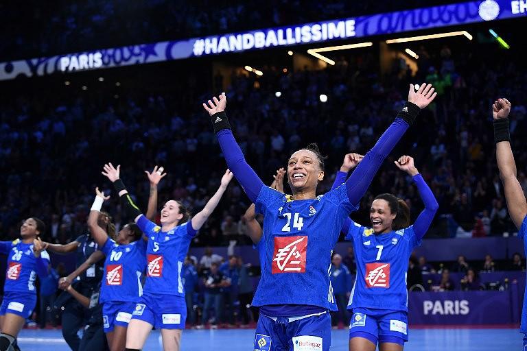 França vence Rússia em Paris e conquista título europeu de andebol feminino 4705b983b6ae7