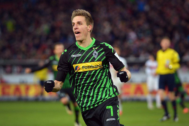 Patrick Herrmann celebra golo marcado • Moenchengladbach's Patrick Herrmann cheers after scoring a goal during the German Bundesliga soccer match VfB Stuttgart vs Borussia Moenchengladbach at the Mercedes-Benz Arena in Stuttgart, Germany, 31 January 2015. (ATTENTION: Due to the accreditation guidelines, the DFL only permits the publication and utilisation of up to 15 pictures per match on the internet and in online media during the match.)  • EPA/DANIEL NAUPOLD