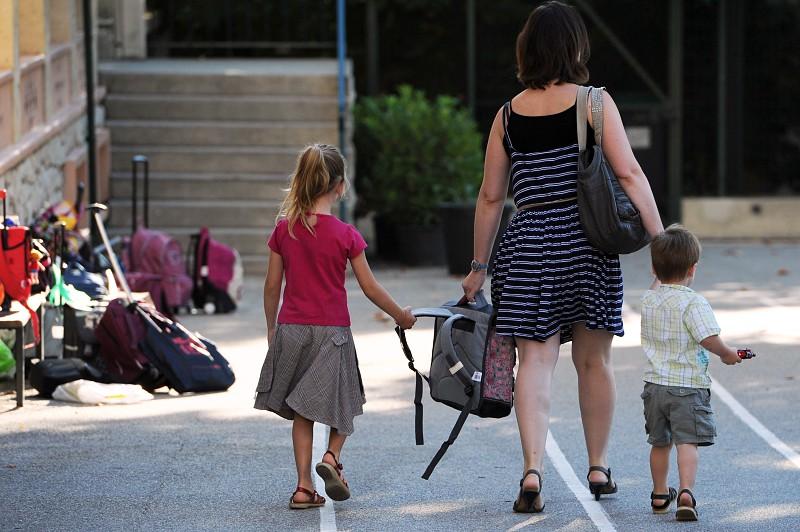 Resultado de imagem para Publicado decreto-lei que permite pais acompanharem filhos no primeiro dia de escola