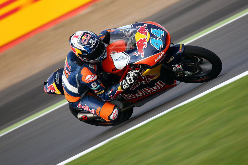 2015 British MotoGP Silverstone • epa04904260 Portuguese Moto3 rider Miguel Oliveira of Red Bull KTM Ajo in action during the  qualifying session of the 2015 British MotoGP Silverstone, Northamptonshire, Britain, 29 August 2015.  EPA/TIMm KEETRON • Lusa