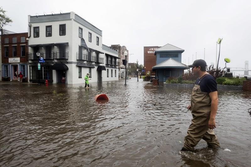 """Resultado de imagem para Furacão Florence passa a tempestade tropical. """"Não há cidadãos portugueses"""" entre os afetados"""