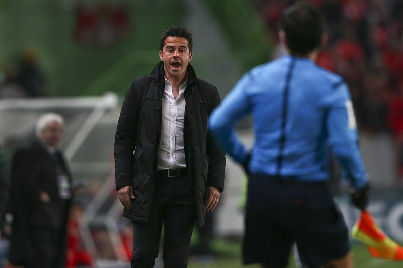 Sporting vs Benfica • Sporting's head coach Marco Silva reacts during their Portuguese First League soccer match against Benfica held at Alvalade Stadium in Lisbon, Portugal, 08 February 2015. JOSE SENA GOULAO/LUSA • LUSA