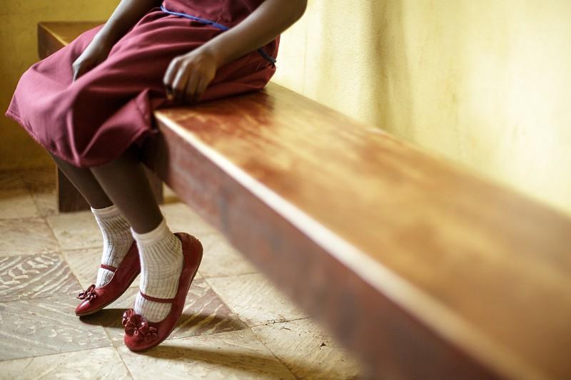Raparigas grávidas e mães jovens impedidas de frequentar escolas em África