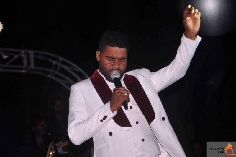 Nsimba Reoboth leva público ao delírio no Fest Gospel