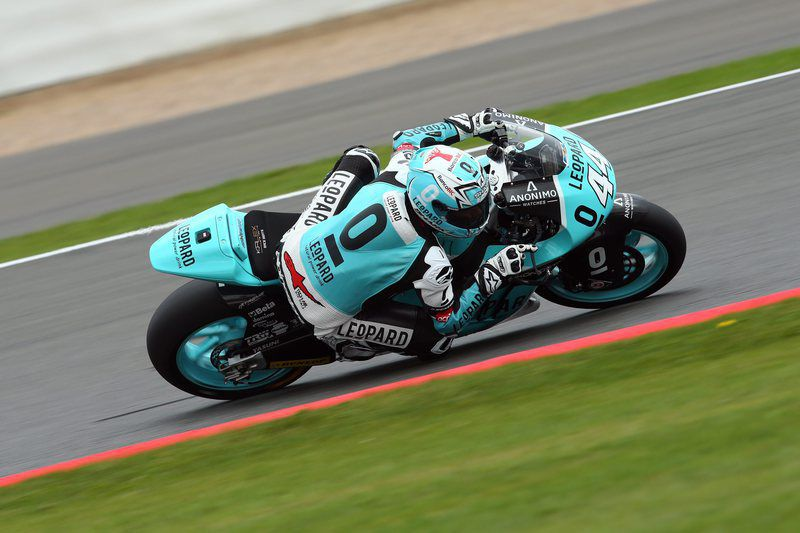 2016 British Motorcycling Grand Prix • epa05522358 Potugese rider Miguel Oliveira of Leopard Racing Team in action during the Moto2 practice session of the 2016 British Motorcycling Grand Prix at the Silverstone race track, Northampton, Britain, 03 September 2016.  EPA/TIM KEETON • Lusa