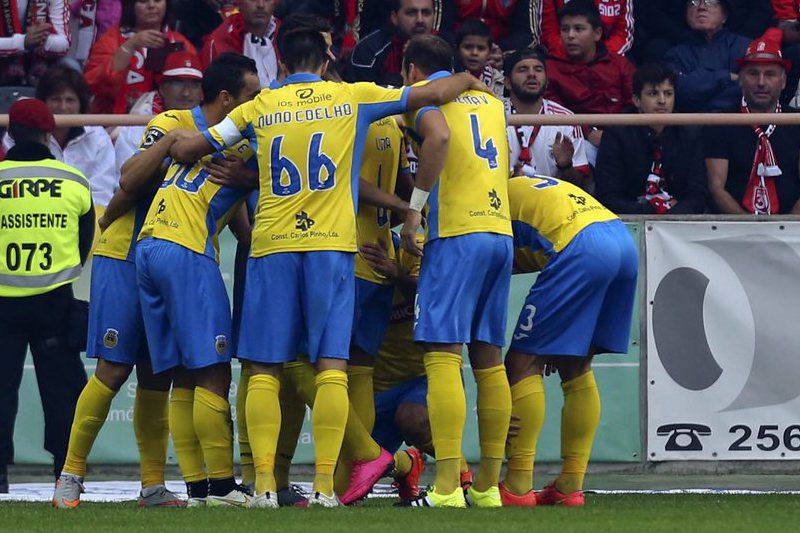 Arouca vs Benfica • epa04895211 Arouca's players celebrate after score a goal against Benfica during their Portuguese First League soccer match held at Aveiro Stadium, in Aveiro, Centre of Portugal, 23 August 2015.  EPA/PAULO NOVAIS