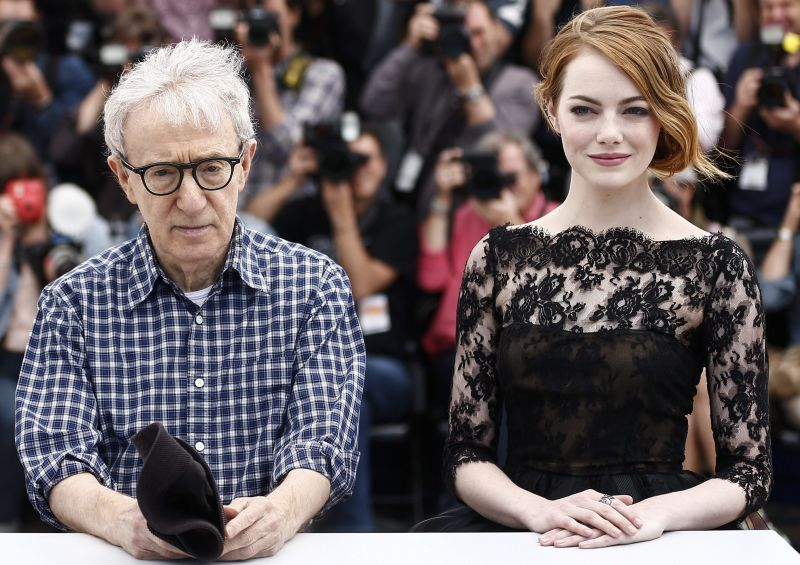 epa04749725 US director Woody Allen (C), US actress Emma Stone (R) and US actress Parker Posey (L) pose during the photocall for 'Irrational Man' at the 68th annual Cannes Film Festival, in Cannes, France, 15 May 2015. The movie is presented out of competition at the festival which runs from 13 to 24 May.  EPA/IAN LANGSDON