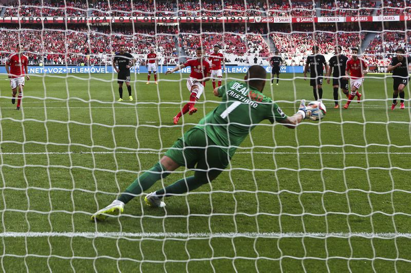 SL Benfica vs Academica de Coimbra • Rodrigo Lima of SL Benfica scores a penalty against Academica de Coimbra during their Portuguese First League soccer match held at Luz Stadium in Lisbon, 11 April 2015. JOSE SENA GOULAO/LUSA • Lusa