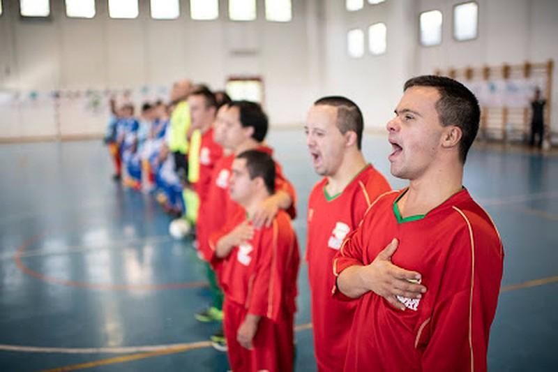 Seleção portuguesa de futsal em Síndrome de Down canta  A Portuguesa .  DR ac67e7aae9331