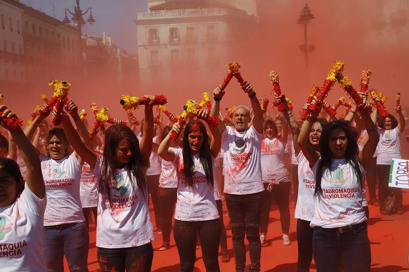 Milhares de pessoas pedem em Madrid o fim dos espetáculos tauromáquicos