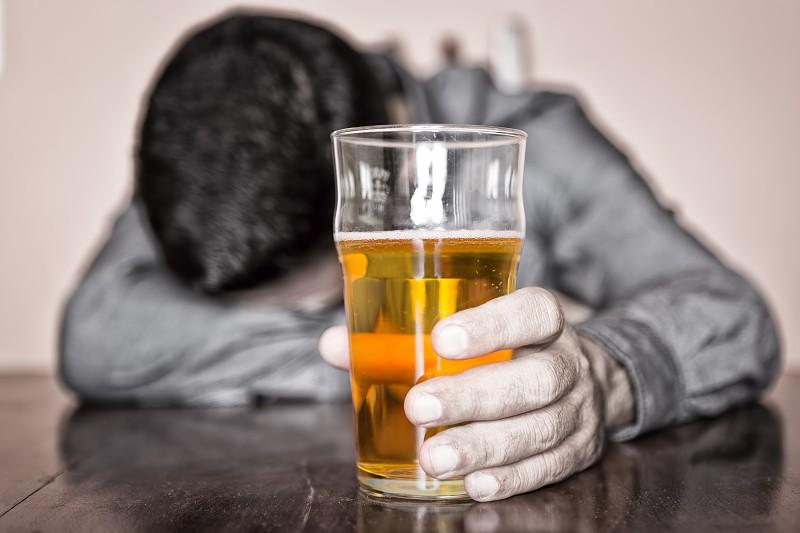 Estudo confirma: uma gota de álcool por dia, nem sabe o mal que lhe fazia