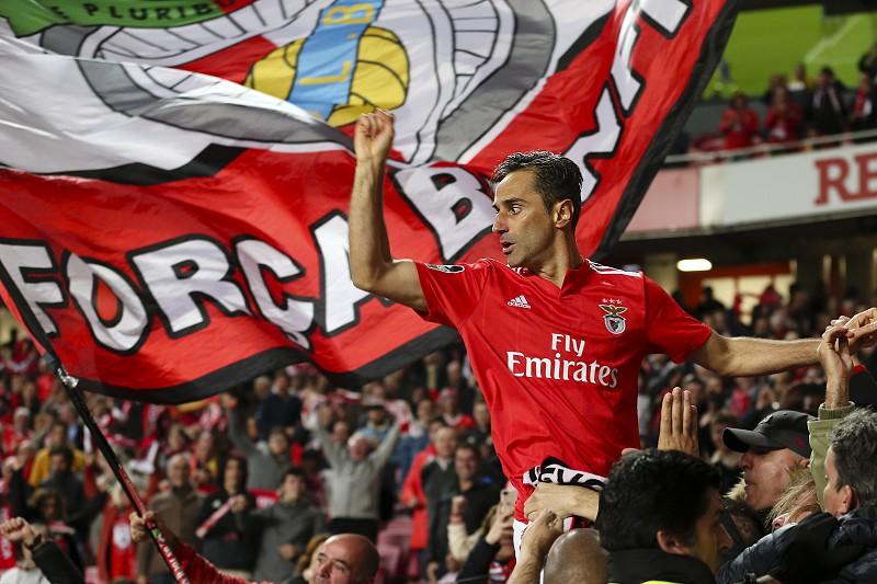 Benfica 4-0 Feirense: Depois de 45 minutos a dormir, 'águia' acorda para a Luz e segura Vitória