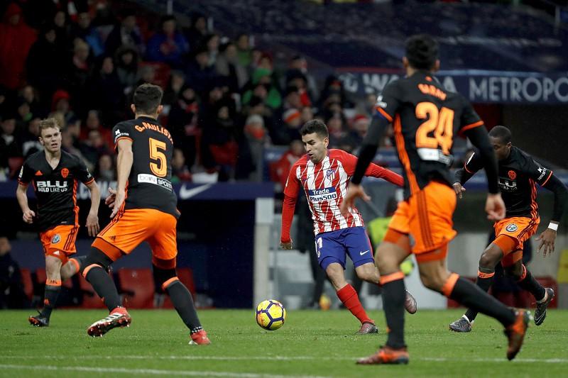 Atlético Madrid vence Valência e aproxima-se do líder Barcelona - La ... 705221c31a85d