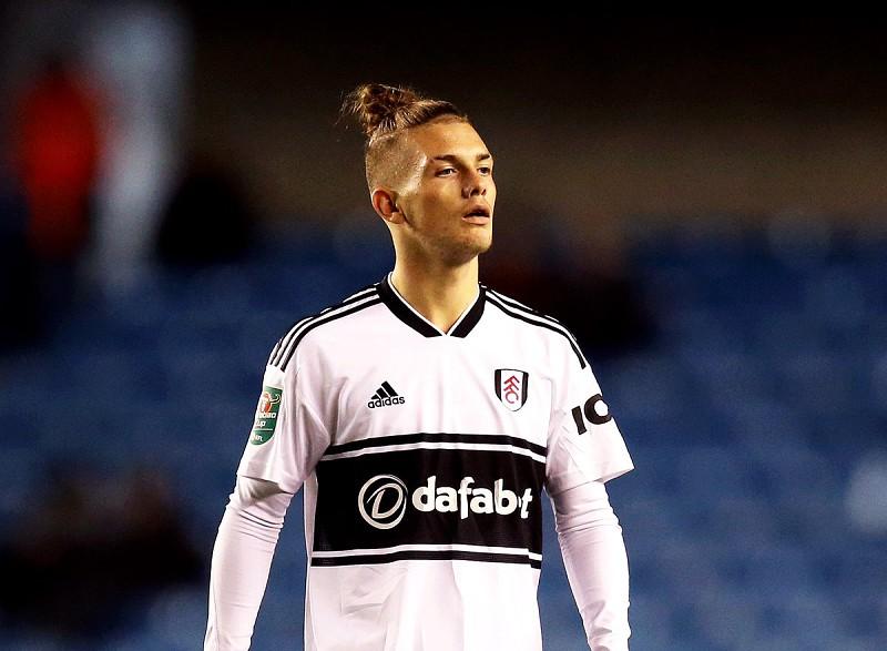 8e5c860bbf Fez exames de manhã na escola e foi jogar à noite. Fulham estreia jogador de