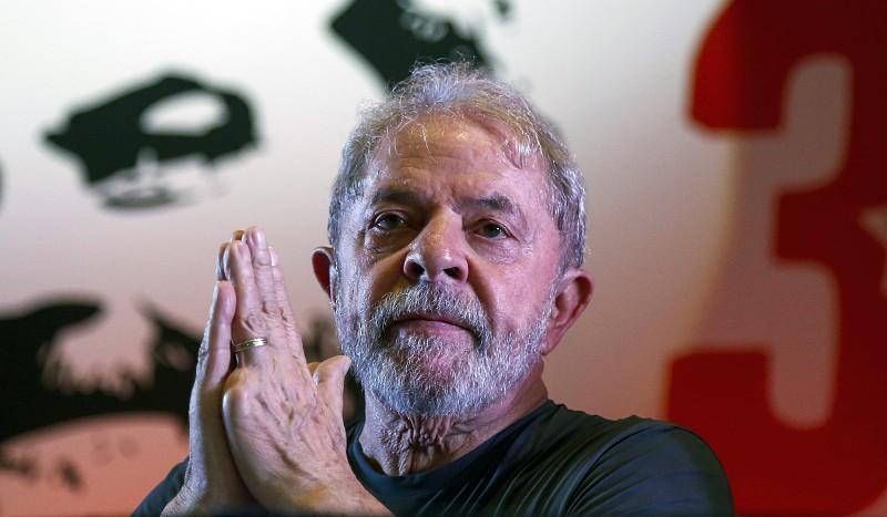 Resultado de imagem para Lula volta para a prisão depois de ter estado presente no funeral do neto