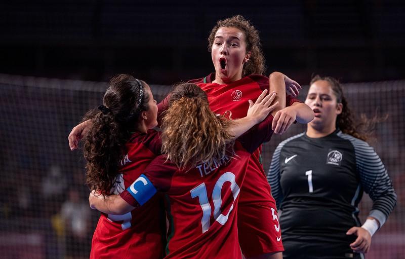 Seleção portuguesa feminina de futsal conquista ouro nos Jogos Olímpicos da  Juventude 338b546511749