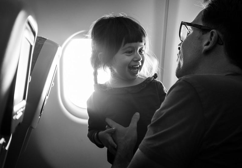 Viajar de avião com um bebé  o que precisa saber - Dicas - SAPO Viagens fb438b3cfbfe7