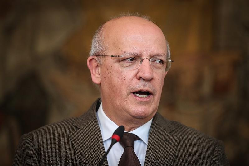 """Resultado de imagem para Síria: """"Não queremos em Portugal pessoas que possam constituir uma ameaça"""", diz ministro dos Negócios Estrangeiros"""