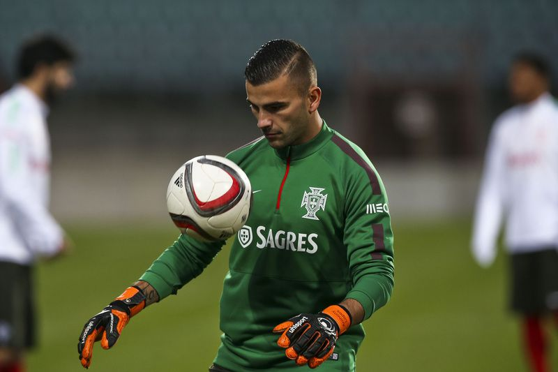 c7bbb1b89fdab3bfa128f343dd829f74016bbefb.jpg • Portugal National Team goalkeeper Anthony Lopes in action during the team's training session in preparation for the upcoming friendly match against Luxembourg on November 17th, at Josy Barthel Stadium, Luxembourg City, Luxembourg, 16 November 2015. JOSE SENA GOULAO/LUSA • © 2015