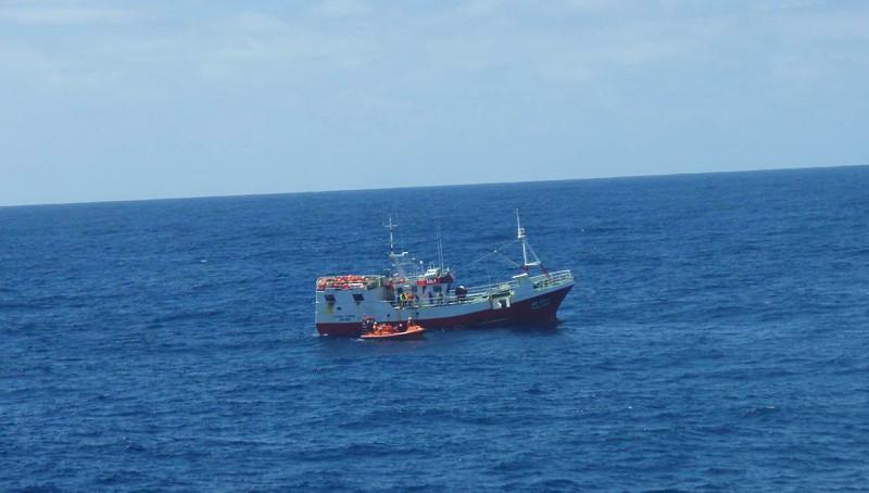 Resultado de imagem para Tripulante de embarcação de pesca resgatado a 455 milhas das Flores, nos Açores