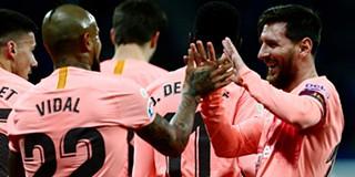 00b3b58bfe  D10S  Messi marca dois livres sensacionais no Espanyol-Barcelona