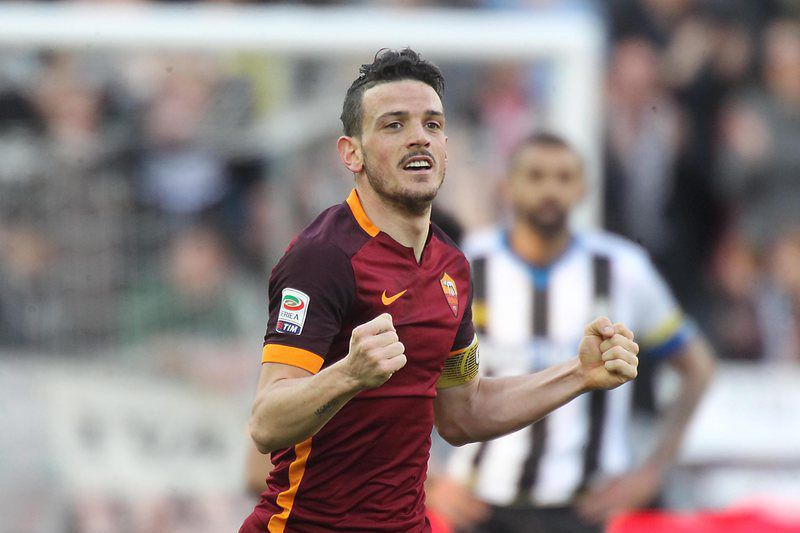 Alessandro Florenzi, jogador da AS Roma, celebra um golo • epa05209594 Roma's Alessandro Florenzi jubilates after scoring a goal during the Italian Serie A soccer match Udinese Calcio vs AS Roma at Friuli stadium in Udine, Italy, 13 March 2016.  • EPA/LANCIA