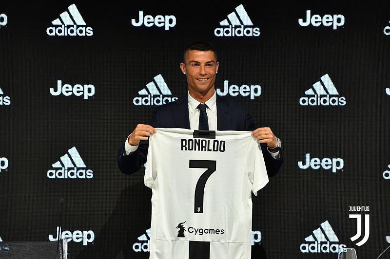 cc20fa3ee Marca italiana de lingerie apoia Ronaldo em