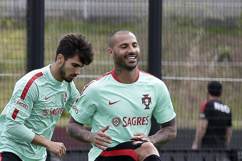 Portuguese National soccer team training • Portugal soccer team players (L-R) Ricardo Carvalho, Joao Moutinho, William Carvalho, Andre Gomes and Ricardo Quaresma during a training session in Lisbon, Portugal, 24th May 2016. Portugal will play against Norway in Porto next Sunday 29th May.  ANTONIO COTRIM/LUSA • Lusa