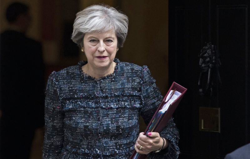 Theresa May expulsa 23 diplomatas russos do Reino Unido